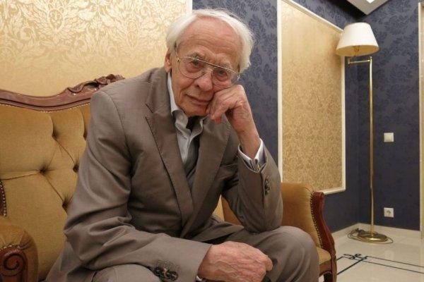 Премьер-министр РФ поздравил с юбилеем режиссера Владимира Наумова