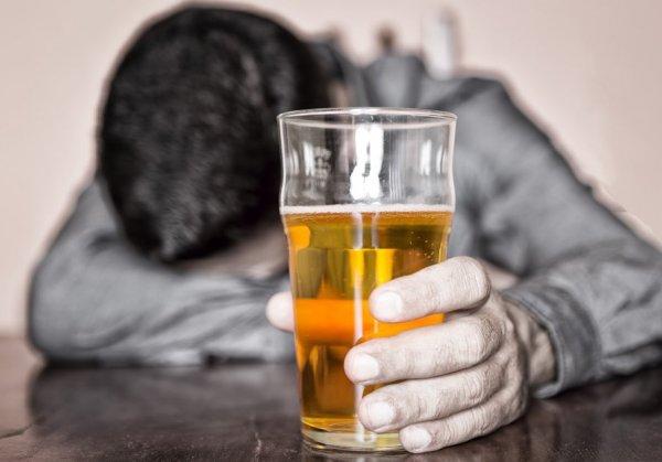 Жители Аксайского района больше всего пьют в Ростовской области