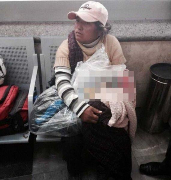 В Мексике мать вынуждена была везти в автобусе мертвого младенца