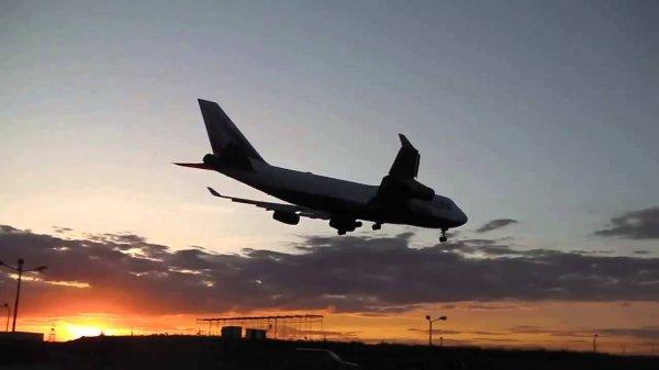Из-за переполнившихся туалетов самолёт совершил экстренную посадку