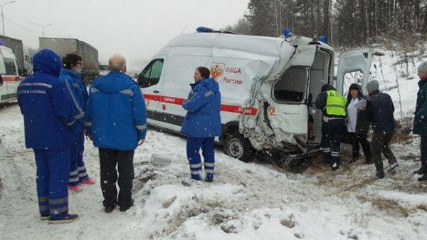 Под Екатеринбургом случилось масштабное ДТП с участием 16 машин