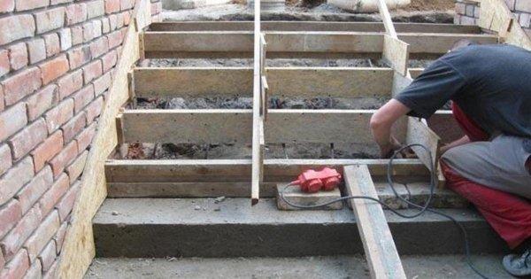 На Казанской лестнице в Ростове оборудуют лифт для инвалидов