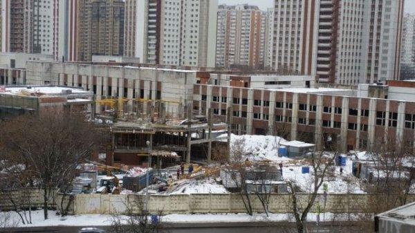 В Москве упал кран, появились первые фото