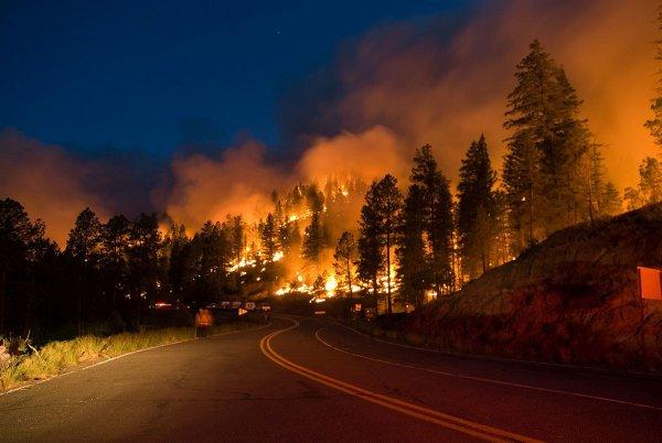Эксперты обвинили лазеры в возникновении пожаров в Калифорнии