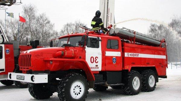 Пожар в частном доме в Москве унес жизнь одного человека