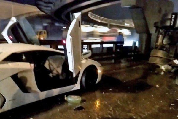 В Подмосковье произошла авария с участием «КамАЗа» и Lamborghini