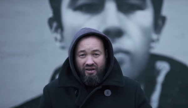 Петербургский депутат Анохин провел рэп-баттл с Навальным
