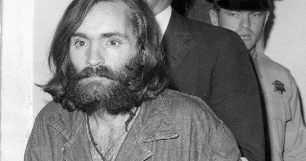 На получение тела серийного убийцы Мэнсона претендуют пять человек