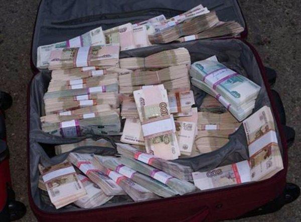 Злоумышленник украл из квартиры пенсионера в Зюзино сумку с 15 млн рублей