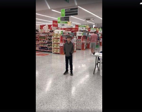 Песня 10-летнего аутиста из Британии набрала миллион просмотров в сети