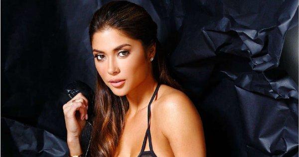 Модель Арианни Селеста опубликовала видео в праздничном нижнем белье