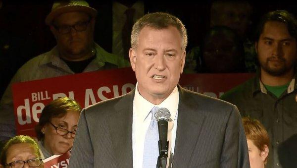 Мэр Нью-Йорка просит горожан не выходить из дома из-за мороза -8 градусов