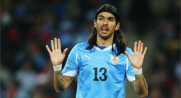 Экс-игрок сборной Уругвая установил рекорд по количеству клубов, за которых он сыграл