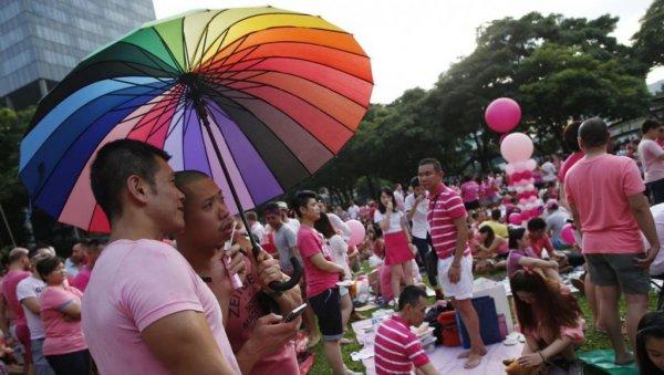 Гею из Сингапура запретили усыновить собственного сына