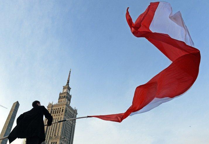 Вандалы напали на кабинеты депутатов правящей партии Польши