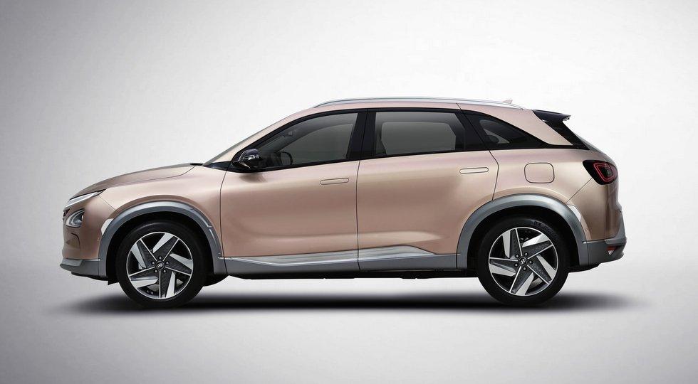 Преемника Hyundai ix35 Fuel Cell представят 8января class=