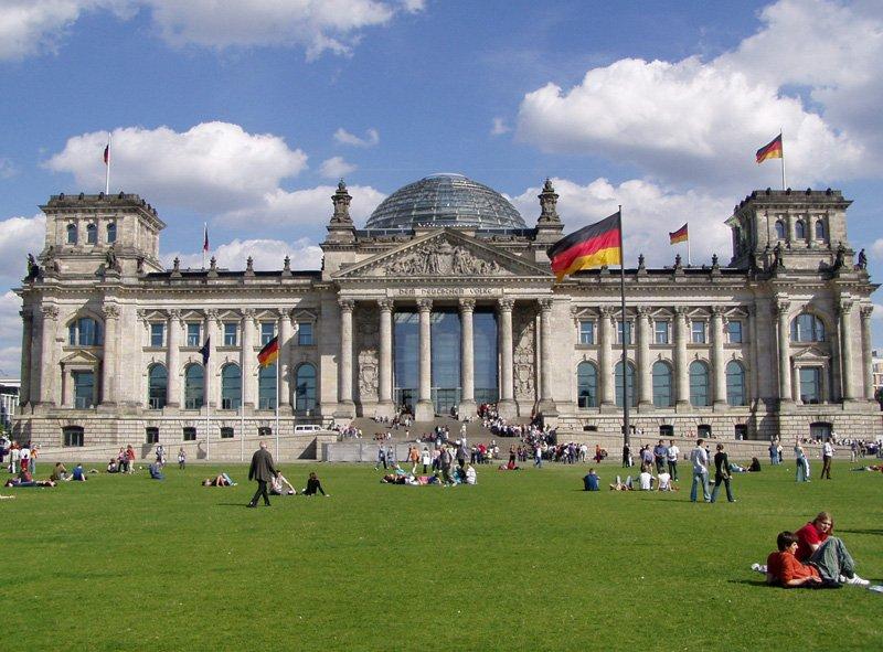 Бундестаг может ограничить канцлеру срок пребывания напосту