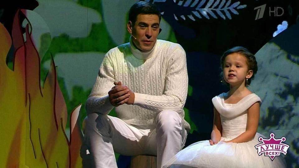 5-летняя девочка изБурятии покорила Дюжева иГалкина наПервом канале