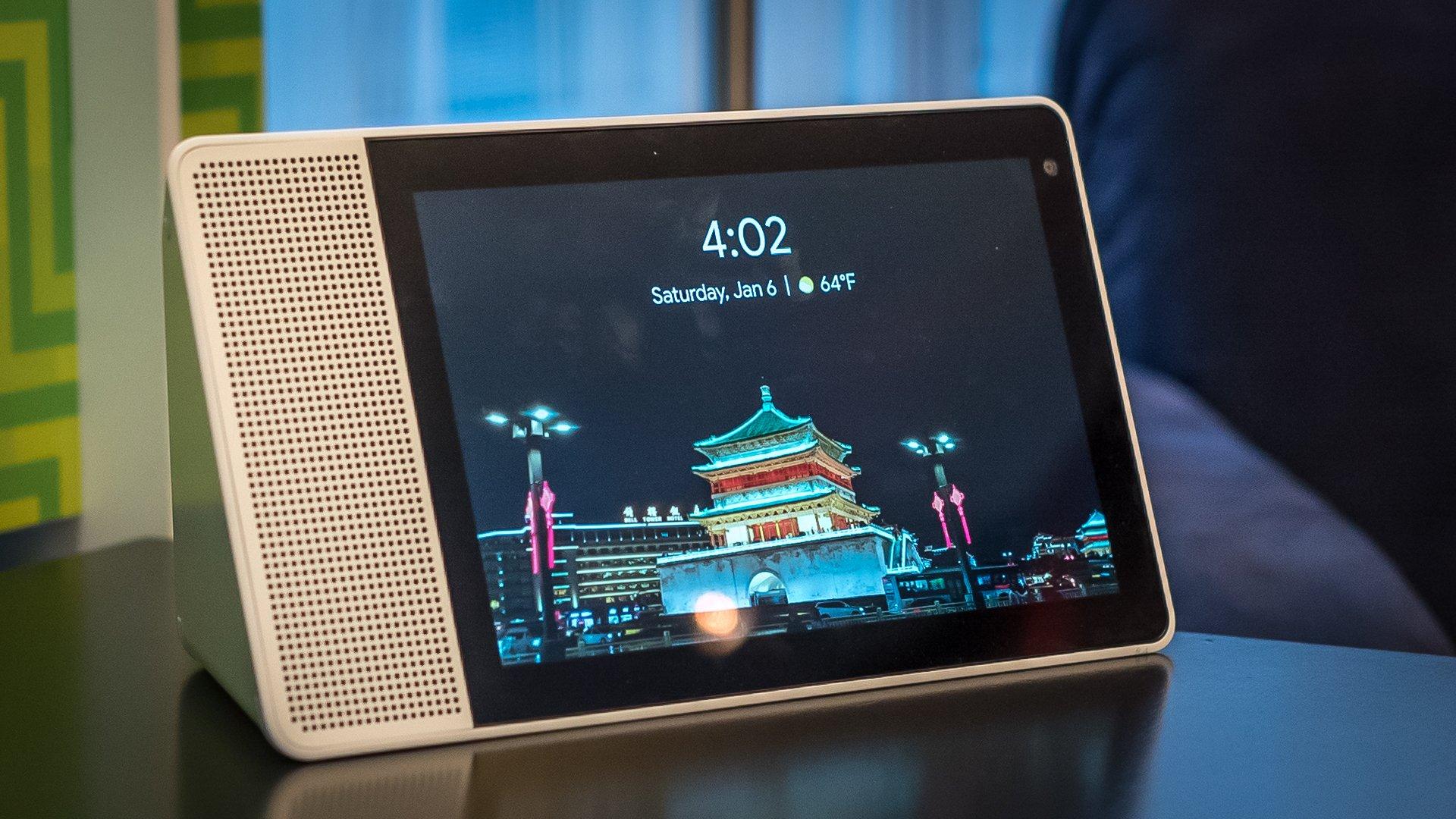 Компания Lenovo показала «умную» колонку Смарт Display стехнологией Google Assistant