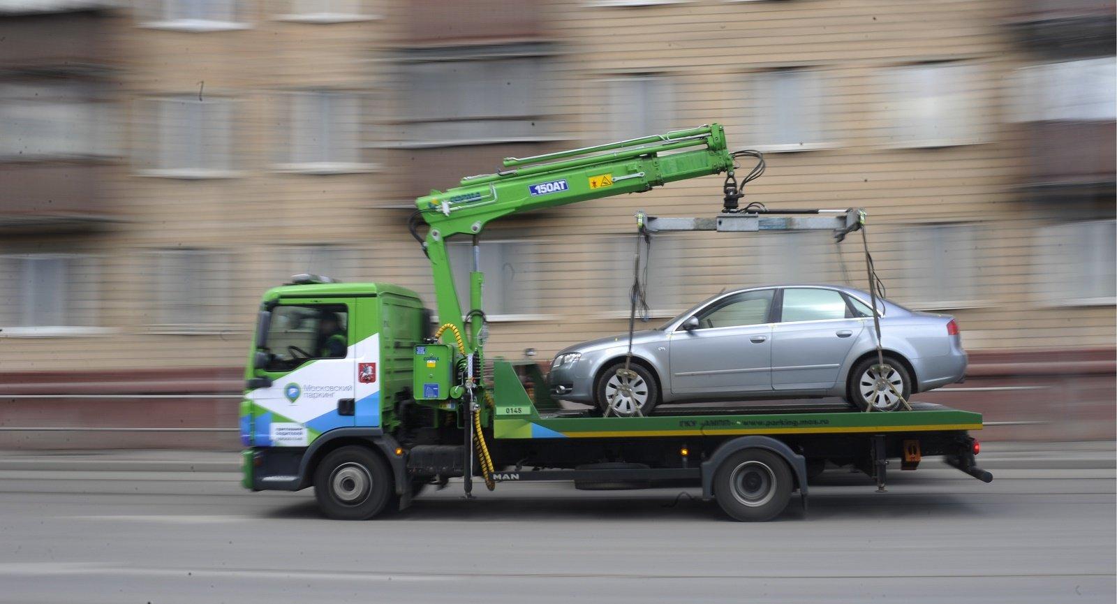 Смольный с1января увеличил тарифы наэвакуацию ихранение задержанных авто
