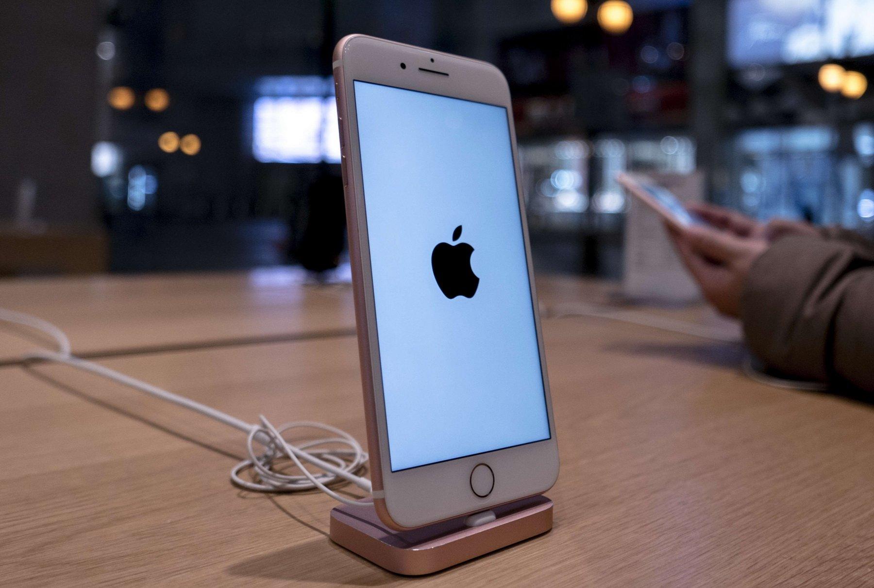 Сенат США требует объяснений от Apple из-за умышленного замедления iPhone