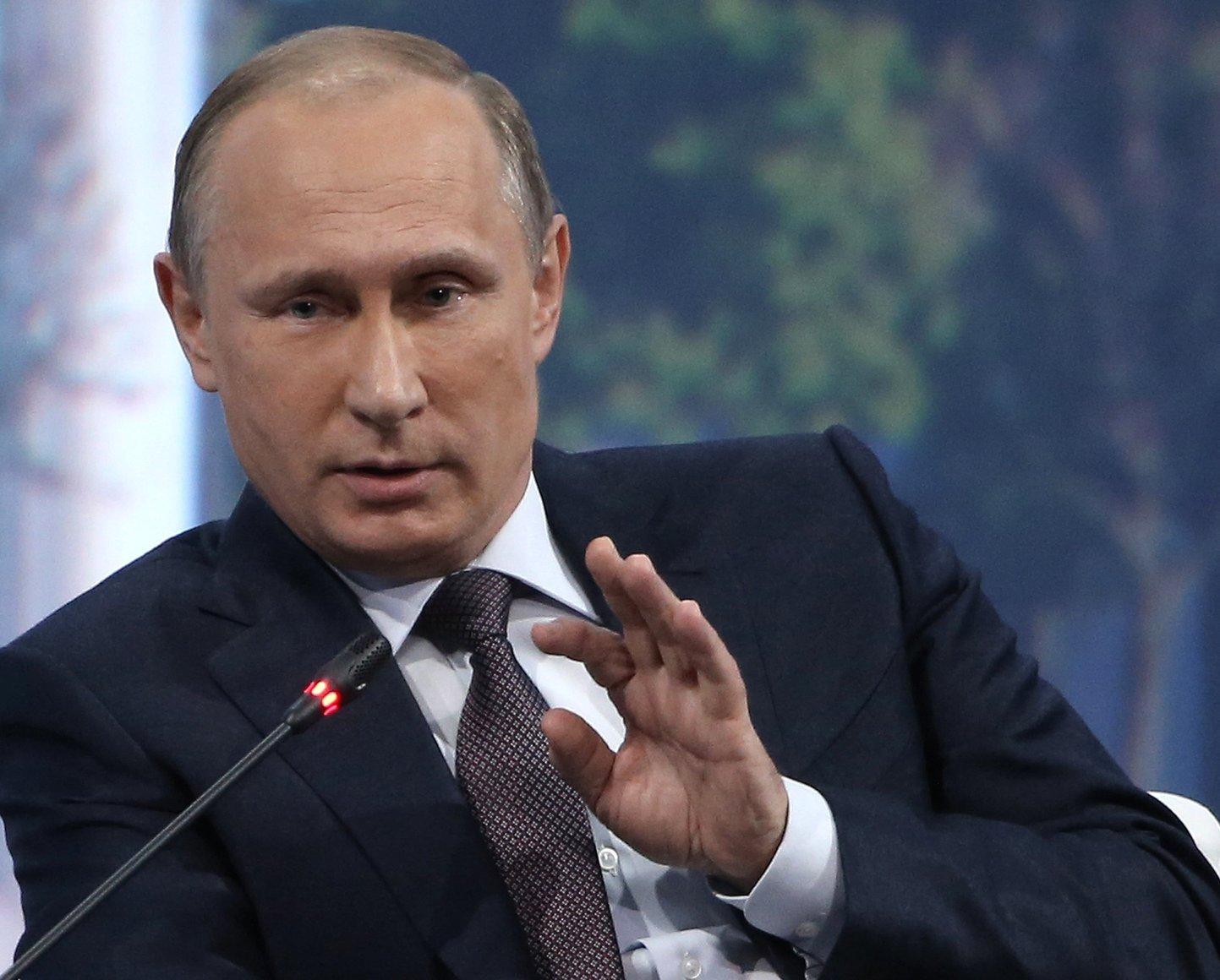 ВПетербурге студенты сообщили, что ихзаставляют собирать подписи за В. Путина