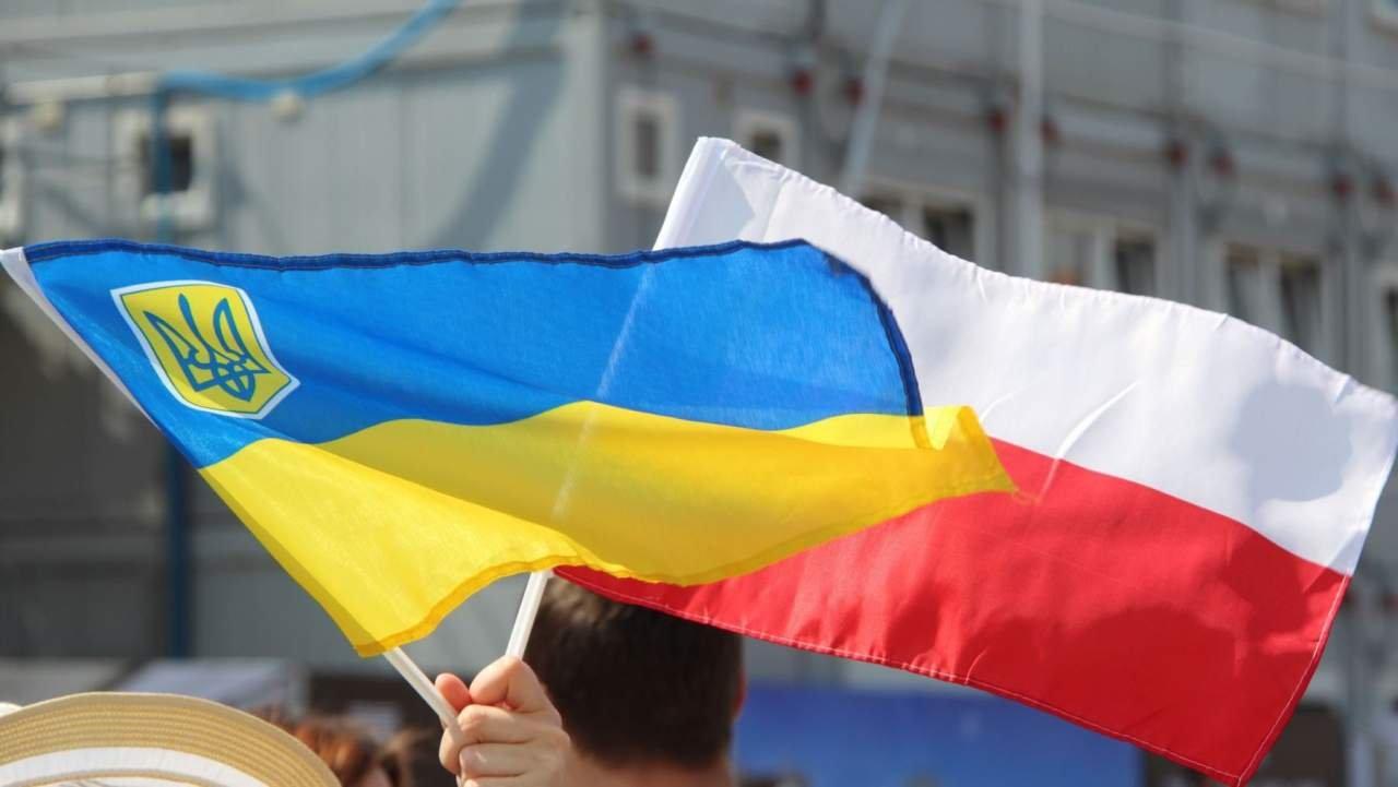 Lindab пояснила «разделение» украинцев иполяков поцвету формы