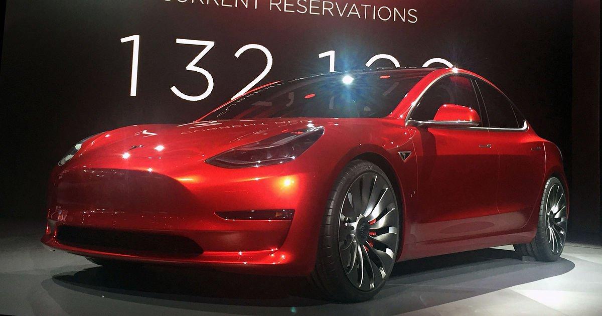 Tesla Model 3 впервый раз  можно опробовать