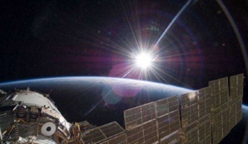 Уфологи обнаружили «алмазный» НЛО, пролетевший около МКС