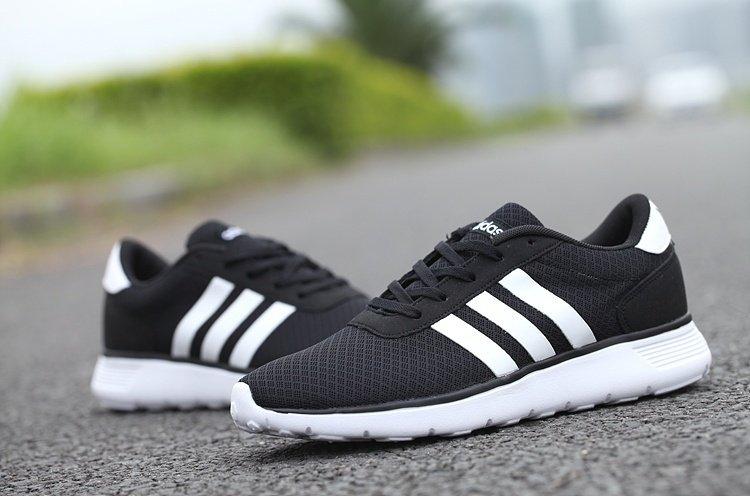 За кроссовками Adidas с проездными в Германии выстроились очереди