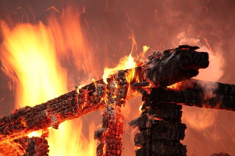Картинки по запросу горит дом