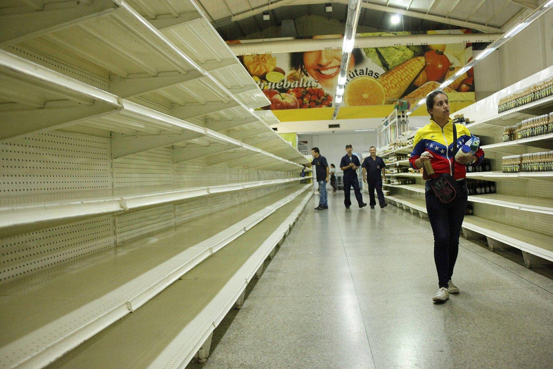 Неменее 550 тыс. человек убежали изВенесуэлы вКолумбию из-за голода