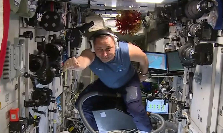 Космонавт из РФ отправился на МКС на пылесосе