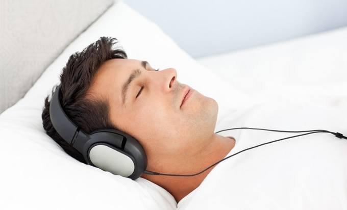 Компания Philips выпустила наушники сфункцией улучшения сна