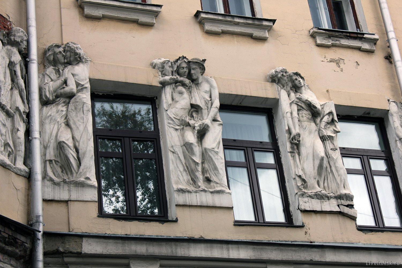 Реставраторы приступили квосстановлению фасадов «Дома списателями» вцентре столицы