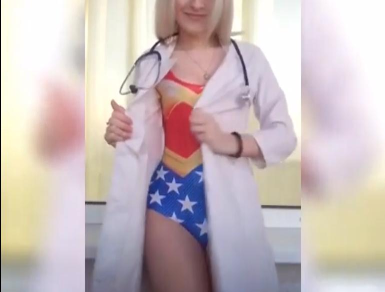 Сексапильная доктор изВитебска разделась накамеру, став суперженщиной