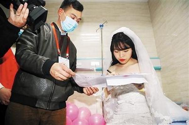 Больная раком девушка устроила свадьбу сама ссобой