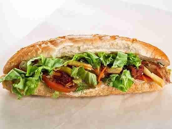 Ученые: Упакованные бутерброды загрязняют окружающую наравне сзаводами