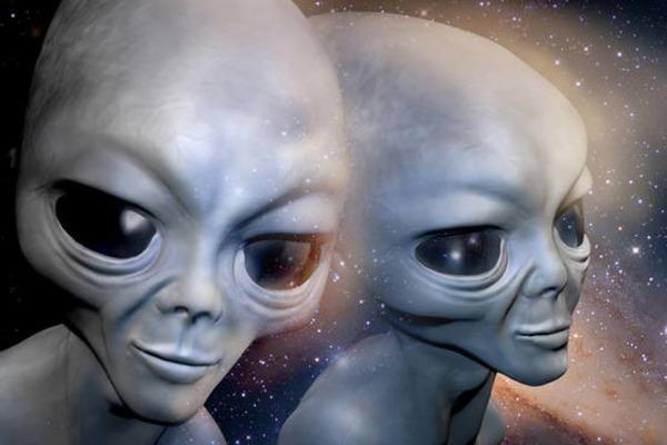 Молящийся гуманоид и странный ландшафт: На Меркурии живёт инопланетная расса