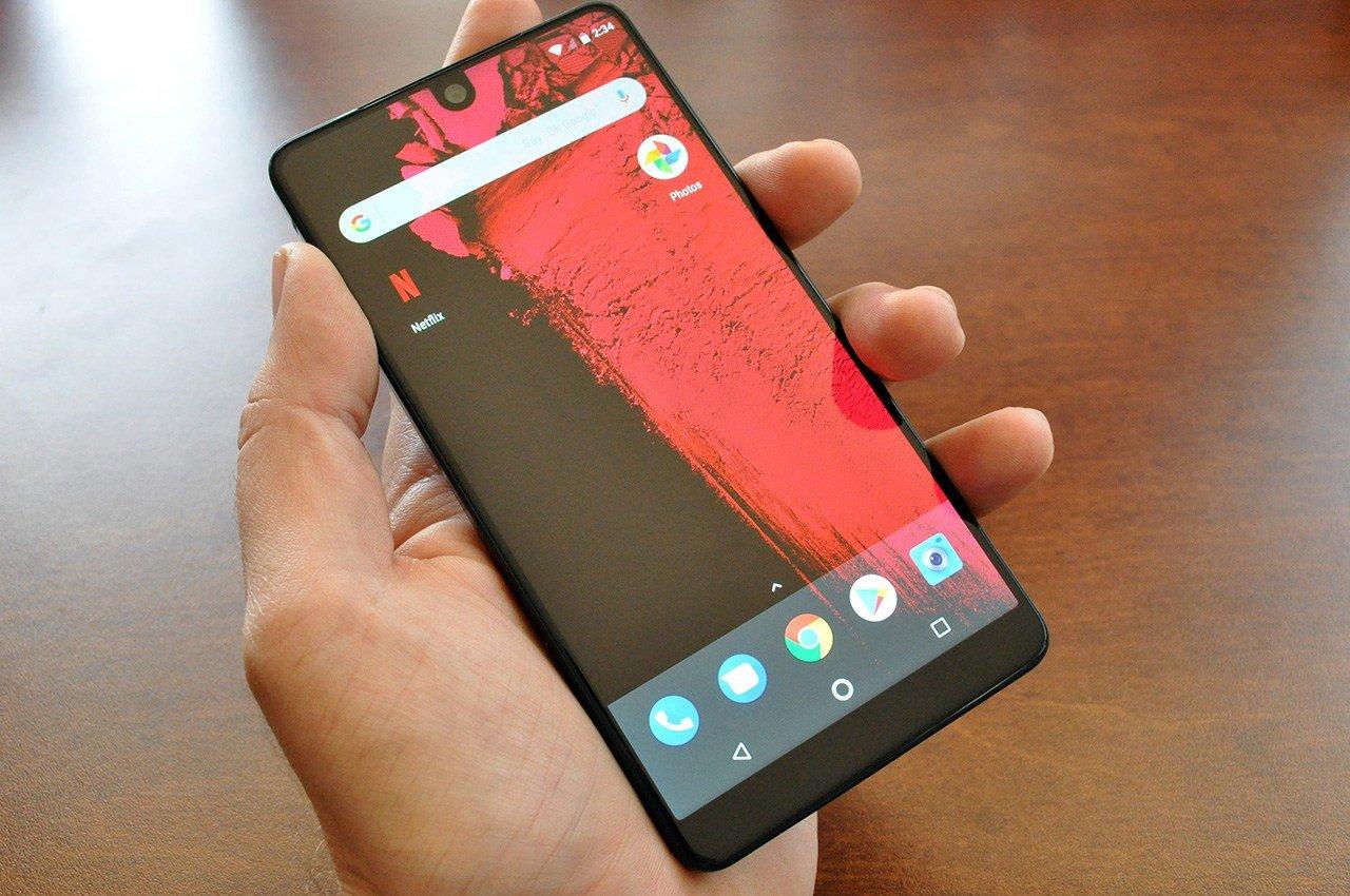 Безрамочный Essential Phone упал вцене до $435