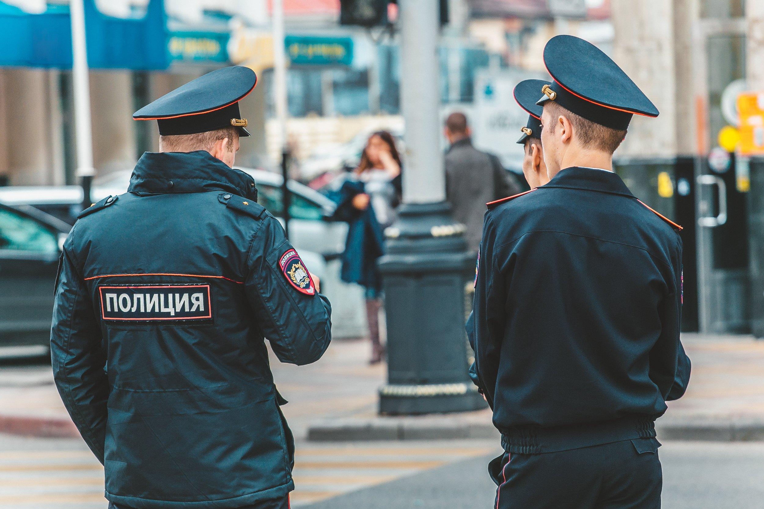 В Москве 13-летняя школьница занялась сексом с пятью сверстниками ради бутылки вина