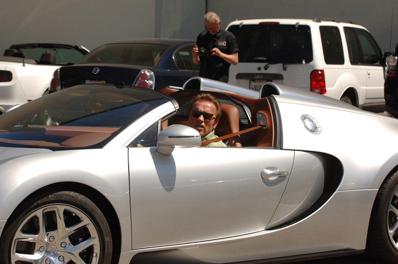 Шварцнеггер реализовал собственный гиперкар Бугатти Veyron за2 500 000 долларов