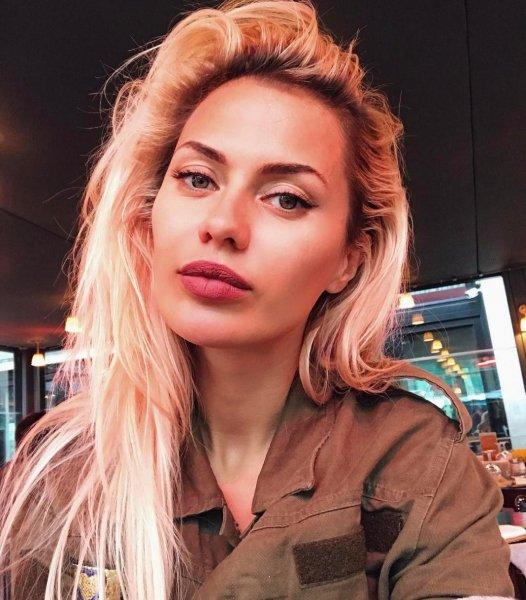 Виктория Боня сфотографировалась с «шоколадным насильником»
