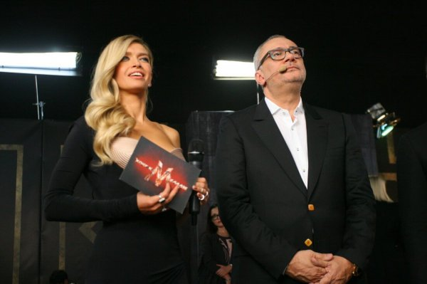 Пользователи раскритиковали новогоднее фото Константина Меладзе и Веры Брежневой за пошлость и циничность