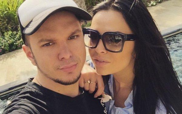 Антон Гусев вынужден работать во время отпуска с женой