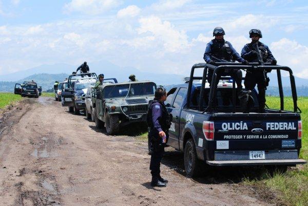 При столкновении с отрядом самообороны в Мексике погибли 12 человек