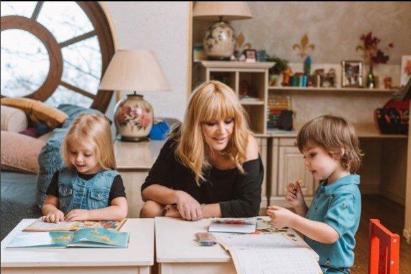 Милота дня: Галкин показал, как Пугачева учит детей читать