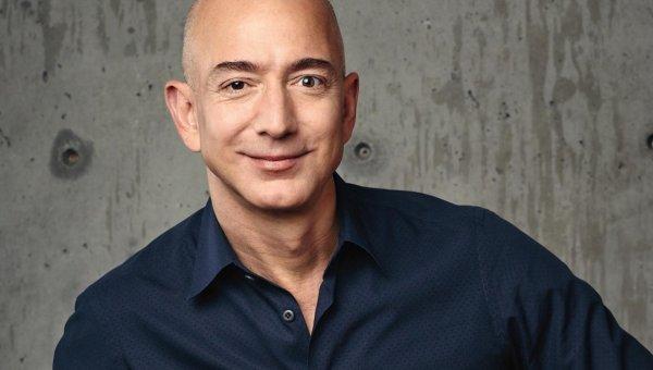 Основатель интернет-площадки Amazon превратился в самого богатого человека за всю историю