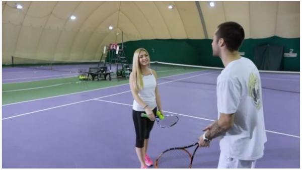 Рома Жёлудь сыграл в теннис с обворожительной блондинкой