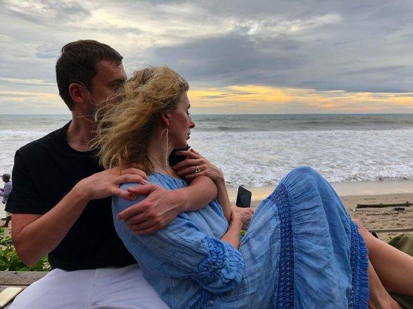 В Сети появилось фото Светланы Бондарчук и ее молодого возлюбленного